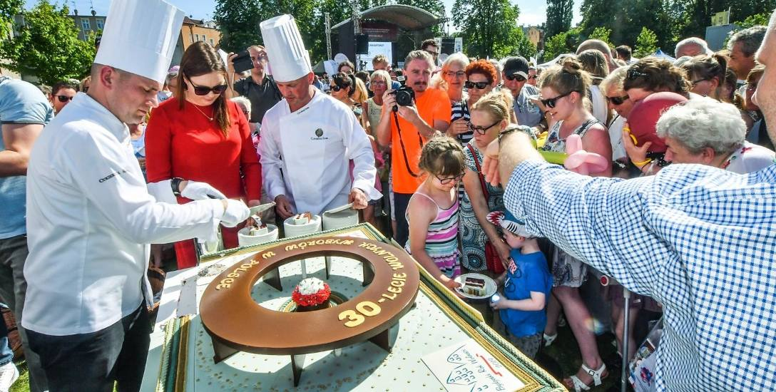 Jednym z wydarzeń w ramach Roku Wolności były uroczystości związane z trzydziestą rocznicą częściowo wolnych wyborów i tort w kształcie okrągłego st