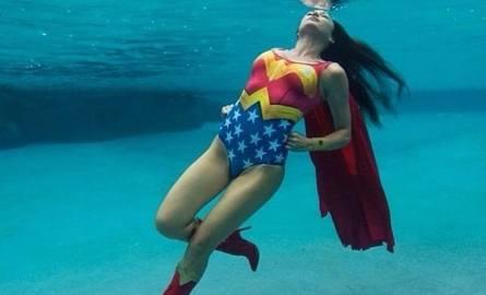 Jakie kostiumy kąpielowe są modne tego lata? Dziwne. Zobaczcie, co można zobaczyć na plaży. Cóż, nie wszystkie modele polecamy. Zobaczcie!