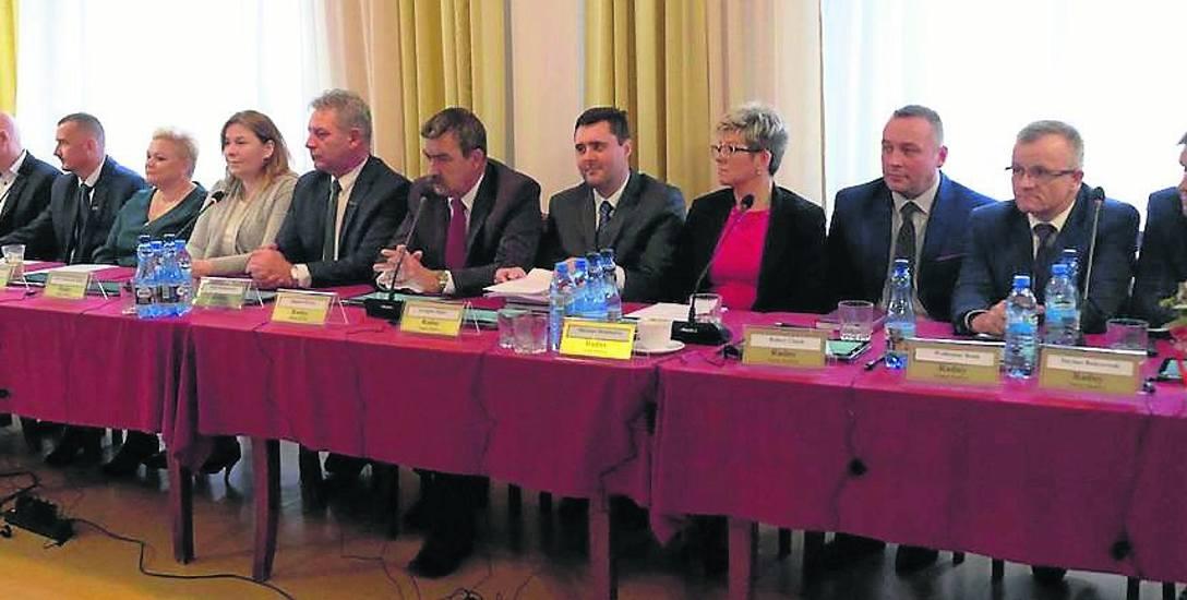 Na zdjęciu pierwsza sesja Rady Gminy Darłowo, podczas któej nastąpiło też zaprzysiężenie wójta Radosława Głażewskiego. Przewodniczącym rady został ponownie
