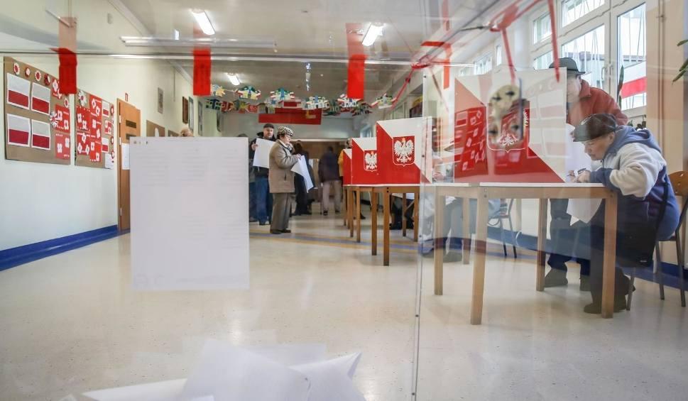 Film do artykułu: Wybory samorządowe 2018. Frekwencja wyborcza do godz. 17:00 WYNIKI WYBORÓW PKW 4 11 2018