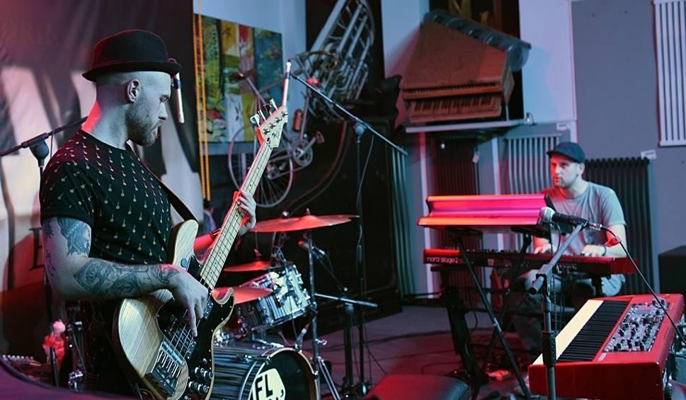 Film do artykułu: Nowy Sącz. Flue w Atelier Jazz Club. Wieczór w klimatach funk, jazz i disco [ZDJECIA]