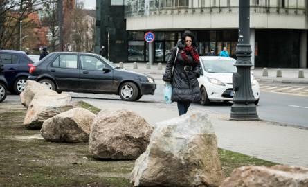 Kamienni strażnicy zieleni czuwają nie tylko przy ul. Focha