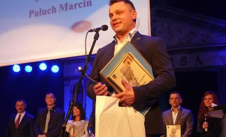 Marcin Paluch z firmy Stalbud odebrał nagrodę za najlepszy Produkt Roku, jakim jury konkursowe uznało wiatę przystankową.
