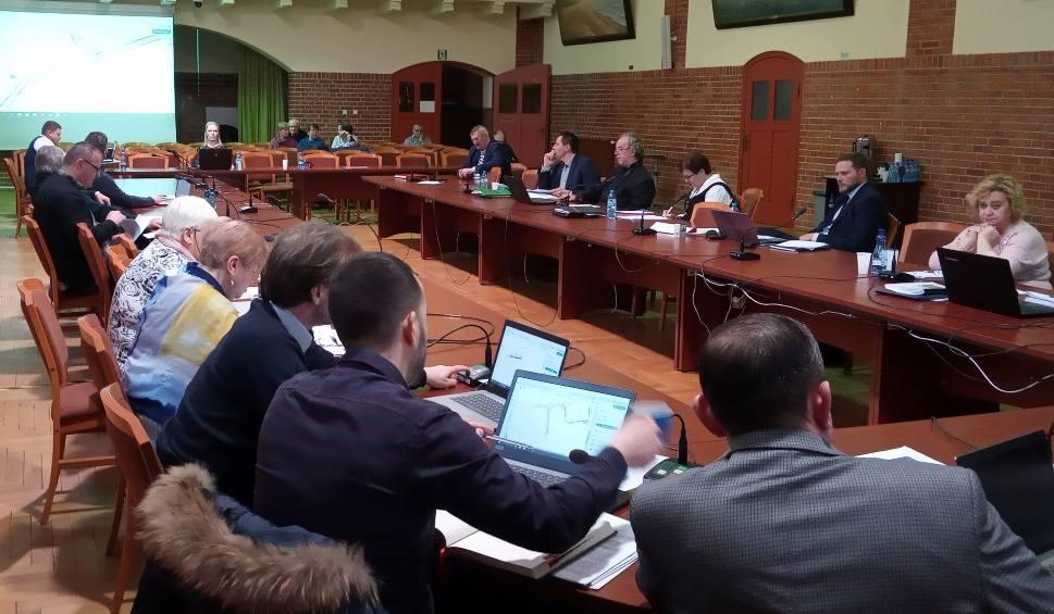 Film do artykułu: Burmistrz Ustki i radni przeciwko ulgom przekształceniowym [ZDJĘCIA, WIDEO]
