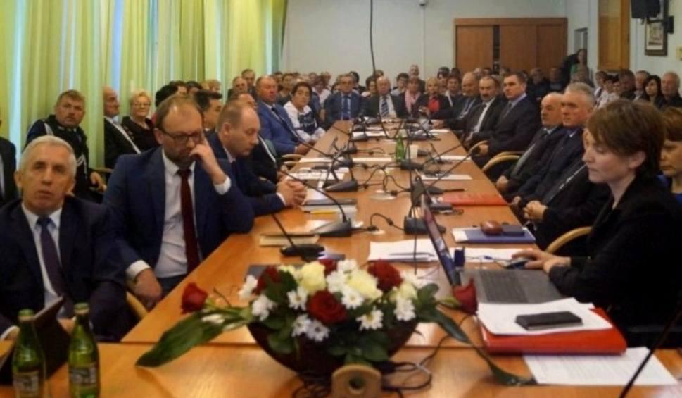 Film do artykułu: Sesja Rady Miasta i Gminy w Kazimierzy Wielkiej. Ustalą pensję burmistrza i wysokość diet radnych [OGLĄDAJ TRANSMISJĘ]