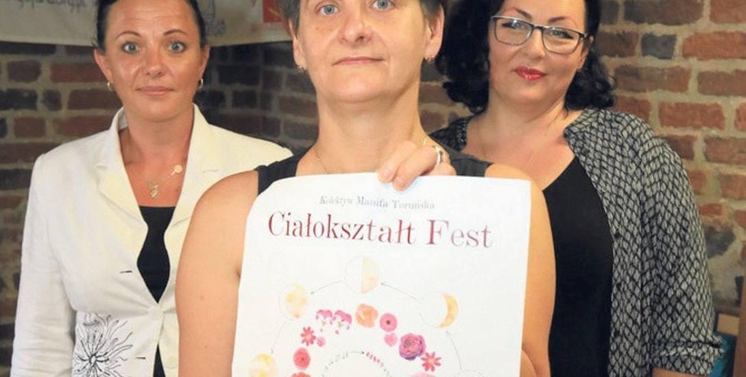 Agata Chyżewska-Pawlikowska  (z plakatem), współorganizatorka wydarzenia Ciałokształt Fest,  Agata Blachowska (z tyłu po prawej) i Aleksandra Gawinecka,