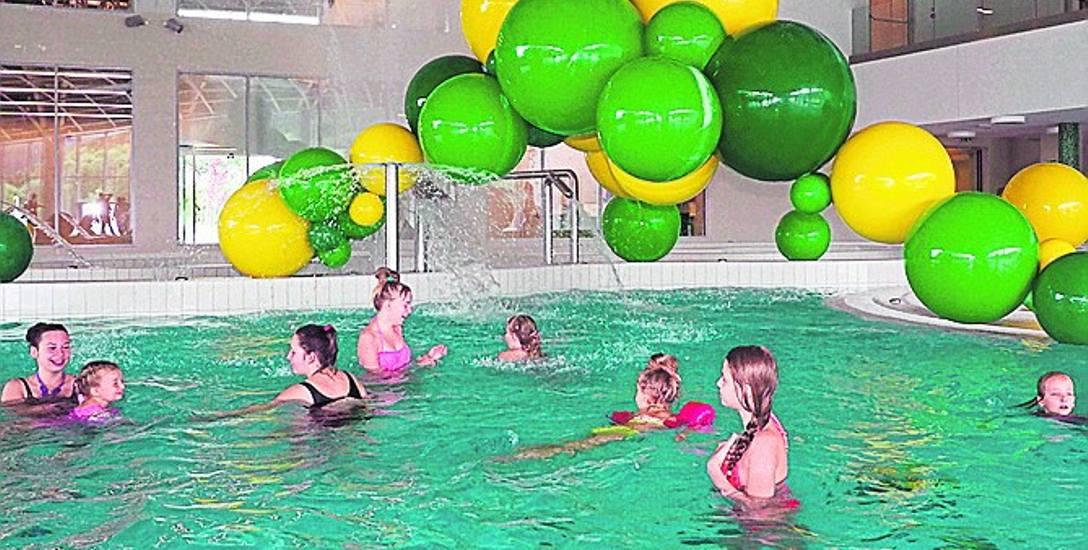 Przyjazd samochodem na basen i wypożyczenie prześcieradła w strefie saun kosztuje łącznie 3 złote. Tyle dolicz do biletu