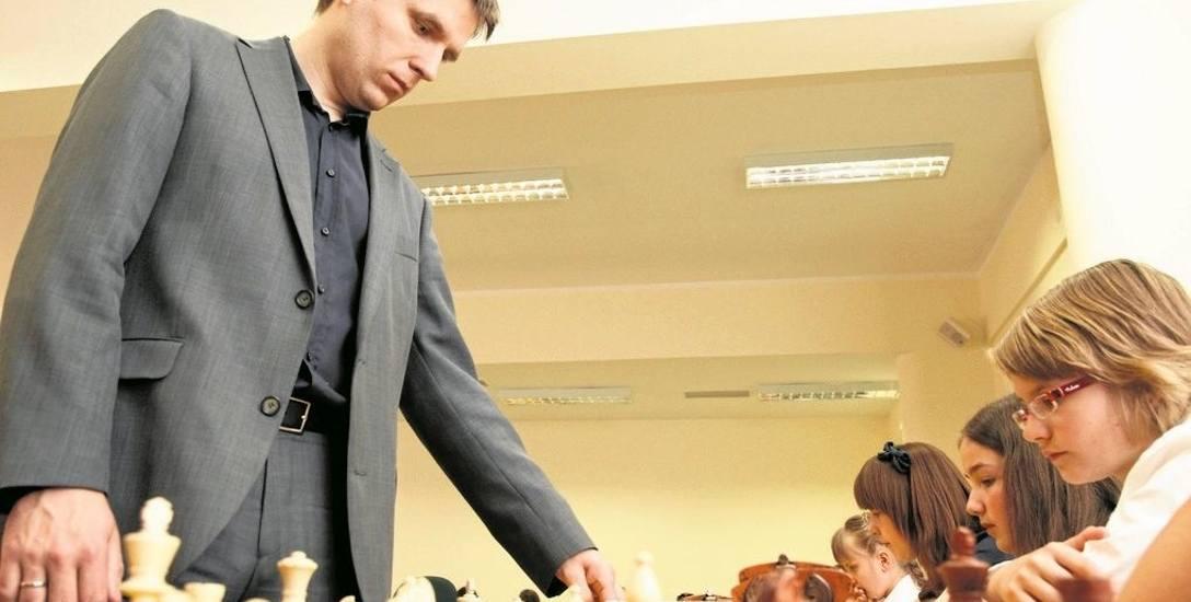 Arcymistrz Bartosz Soćko rozegrał w 2011 roku w Białymstoku symultanę z 60 rywalami