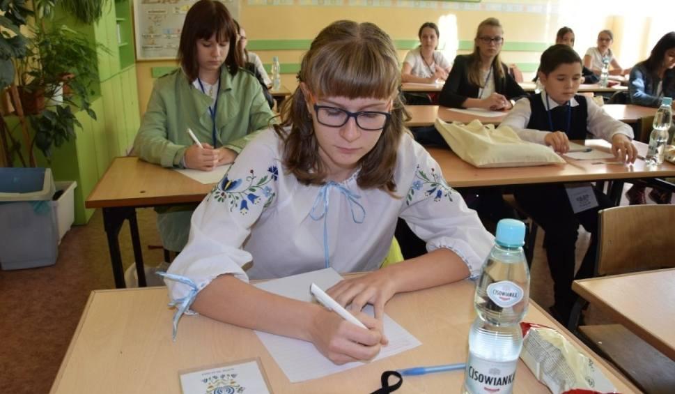 Film do artykułu: XVIII Dyktando Kaszubskie w Słupsku (5.10.2019). Blisko 200 uczestników zmierzyło się z kaszubską ortografią. Lista zwycięzców [zdjęcia]