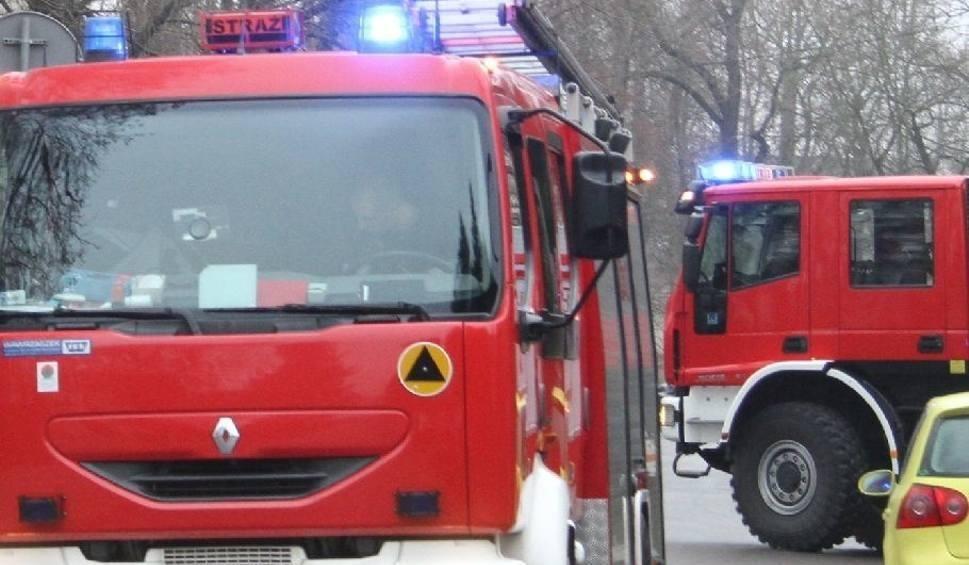 Film do artykułu: Alarm bombowy w Urzędzie Skarbowym w Staszowie! Ewakuacja