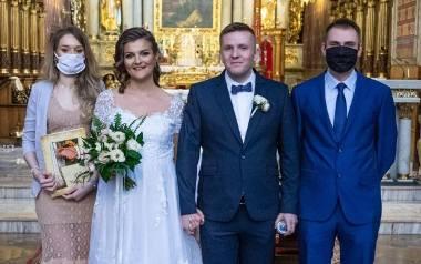 Magdalena Maciejewska i Michał Marszałkowski z Kalisza zaręczyli się w październiku 2019 roku. W grudniu zaplanowali ślub, który miał się odbyć w sobotę,