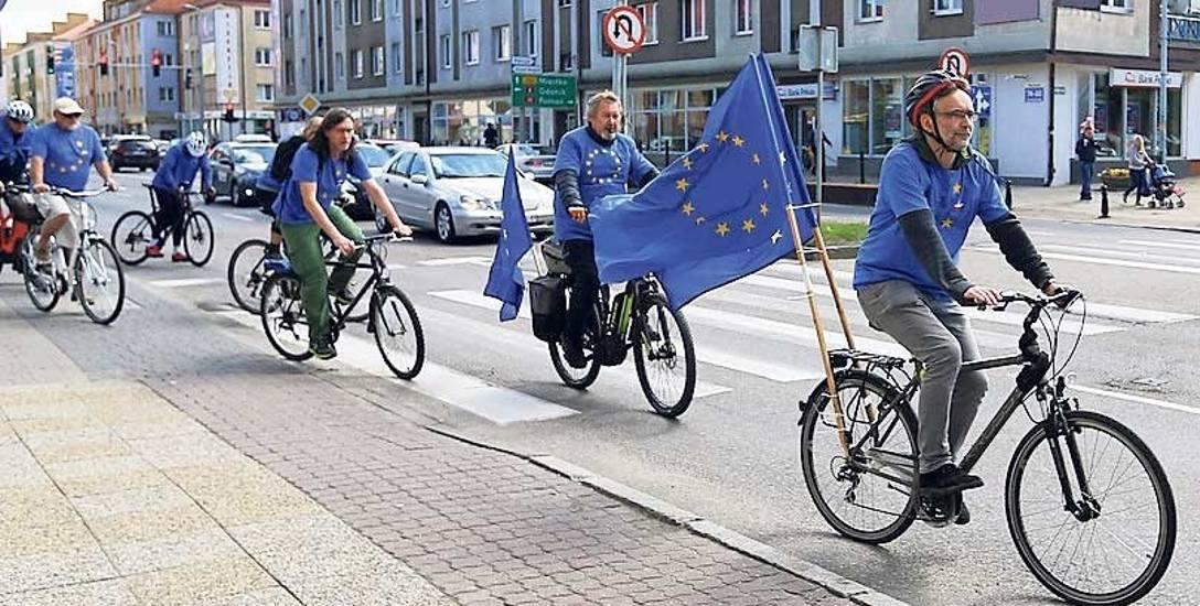 W sobotę w Koszalinie sympatycy KOD zorganizowali rowerową akcję, podczas której przekonywali mieszkańców do udziału w eurowyborach