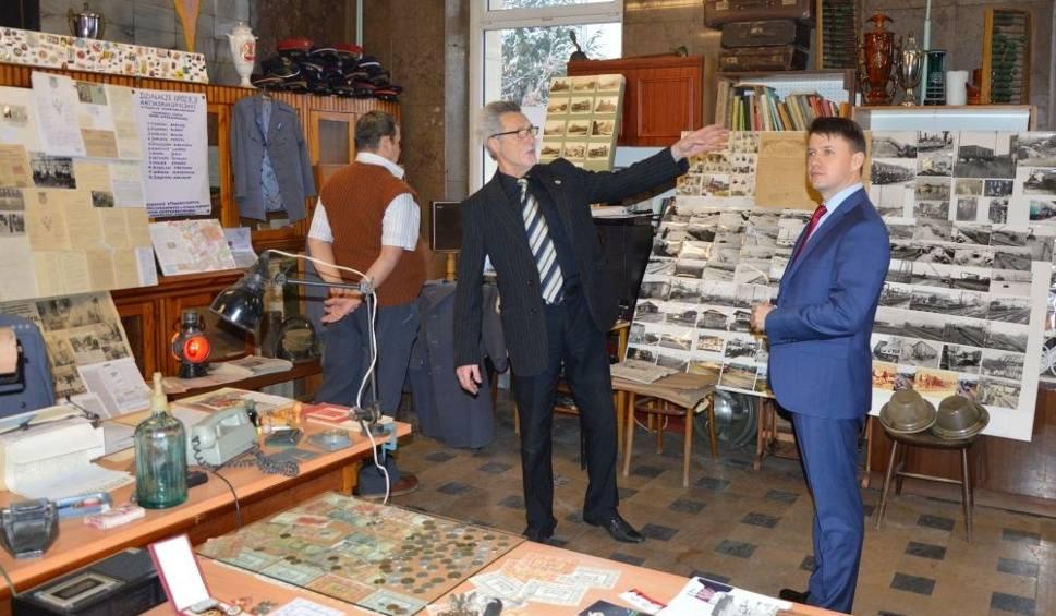 Film do artykułu: Za noszenie opornika w klapie można było dostać pałą - ciekawa wystawa o stanie wojennym na dworcu PKP w Skarżysku. Zobacz zdjęcia i film