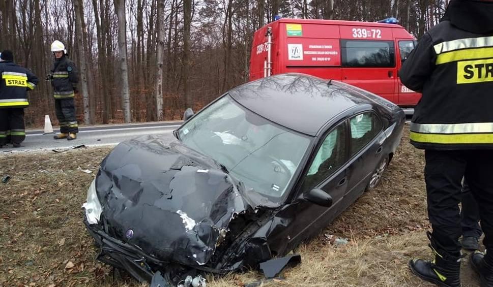 Film do artykułu: Groźny wypadek pod Iłżą. Pięć osób trafiło do szpitala po zderzeniu dwóch samochodów w Pastwiskach