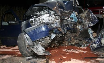 Śmiertelny wypadek pod Świeciem. Auto uderzyło w drzewo