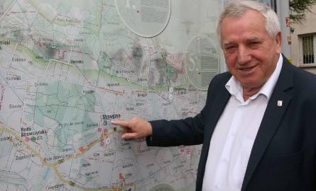 Tadeusz Tkaczyk - wójt gminy Strawczyn od 1994 roku. Gmina została całkowicie skanalizowana, ma nowe nawierzchnie dróg, chodniki, oświetlenie, zmodernizowane