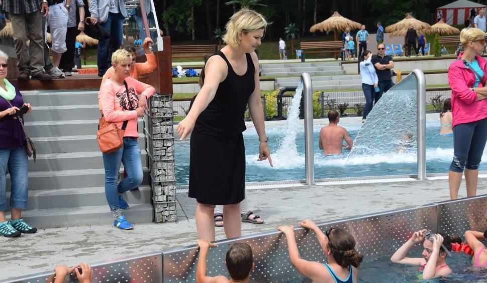 Film do artykułu: Otylia Jędrzejczak na otwarciu basenu w Żarach  [ZDJĘCIA, WIDEO]