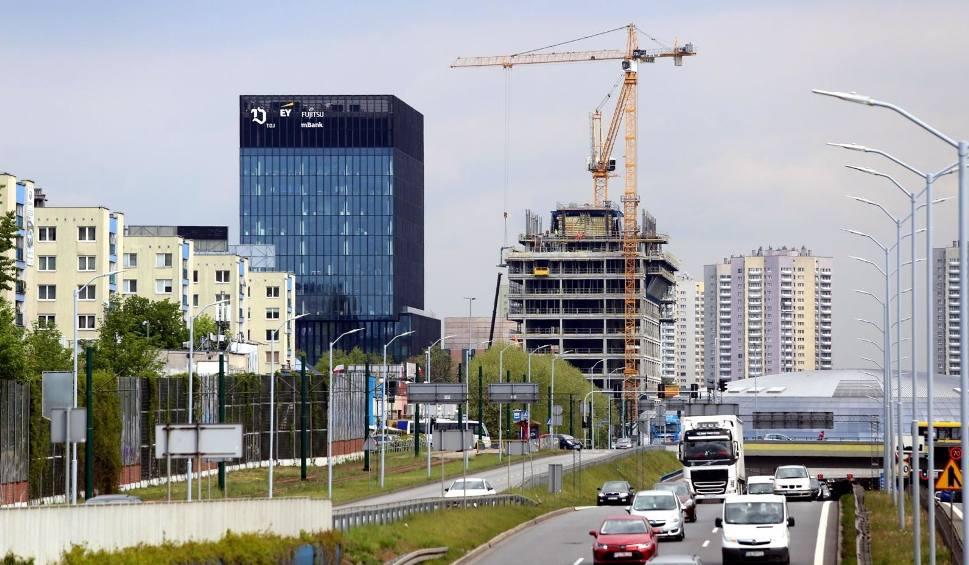 Film do artykułu: Koronawirus tnie dochody miast: czy ministerstwo finansów równo przycięło samorządom udział w PIT? 40 procent w dół dla wszystkich
