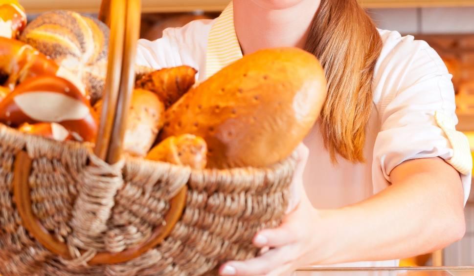 """Film do artykułu: """"Wchodzę do piekarni, a tam ekspedientka kaszle na mój chleb!"""" - pisze w liście Czytelnik. Was też denerwują przeziębieni, kaszlący ludzie?"""