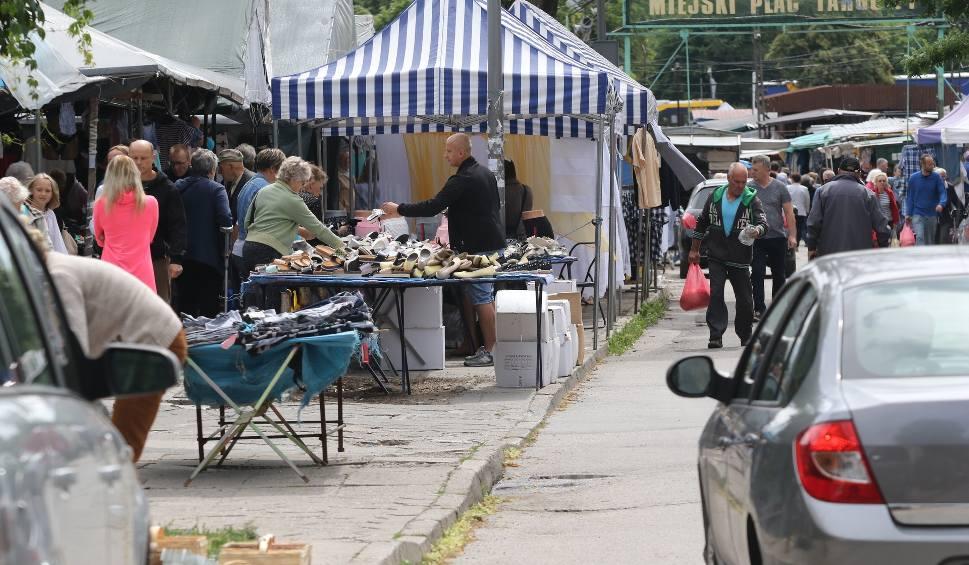 Film do artykułu: Konflikt na kieleckim bazarze. Powodem zastawione chodniki