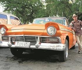 Kuba to raj dla miłośników amerykańskich samochodów, ta wyspa to swego rodzaju muzeum starych aut. Pojazdy, które w innym kraju trzymane byłyby w garażu