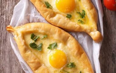Placek z serem i jajkiem.