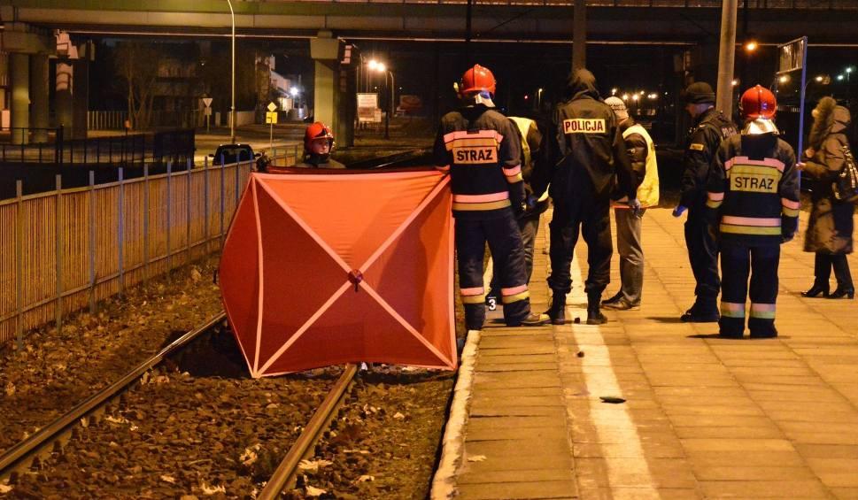 Film do artykułu: Wypadek w centrum Stalowej Woli. Mężczyzna rzucił się pod pociąg i zginął