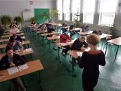 Egzamin zawodowy: Uczniowie i absolwenci zasadniczych szkół zawodowych i techników w czwartek przystąpili do części pisemnej egzaminu zawodowego.