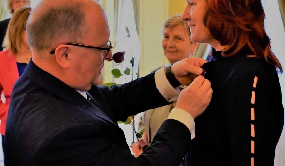 Film do artykułu: Szydłowiec. Doktor Barbara Lańczyk-Wrona odznaczona Brązowym Krzyżem Zasługi
