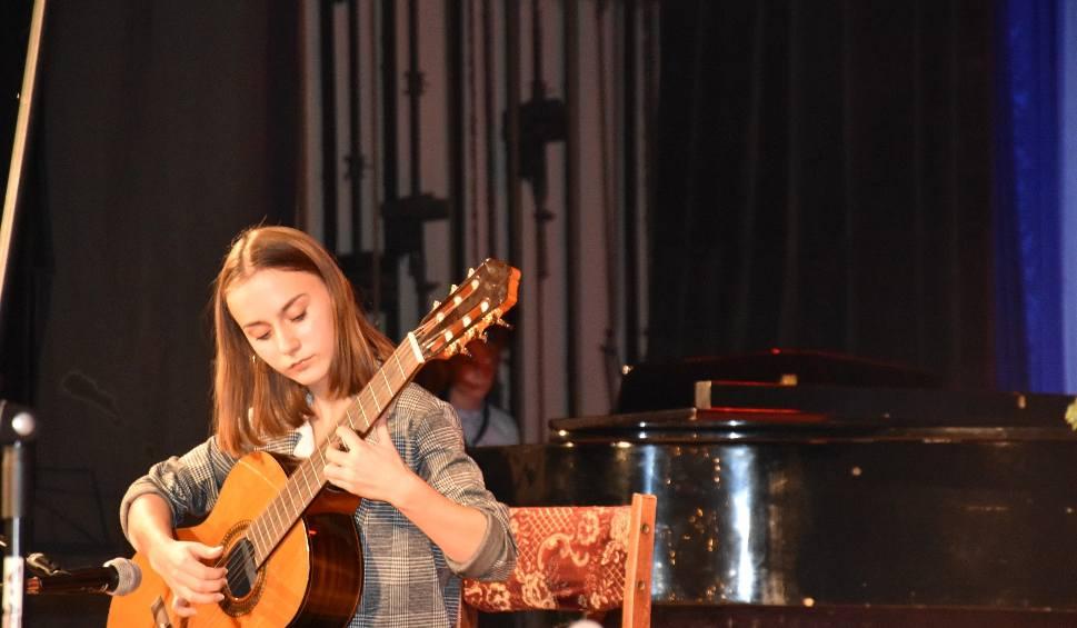 Film do artykułu: Koncert mikołajkowy uczniów szkoły muzycznej w Myszkowie ZDJĘCIA