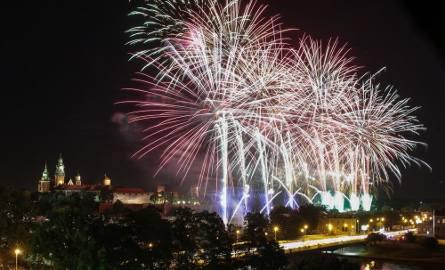 Kraków. Spektakularne fajerwerki na finał Wianków [ZDJĘCIA]