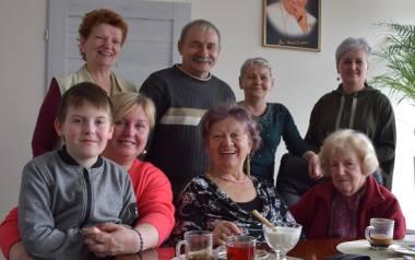 Do południa, jak mówi Aneta Dajnowicz (pierwsza z lewej, siedzi z Karolem), jest czas kawiarniany