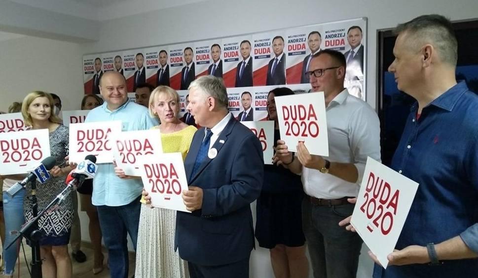 Film do artykułu: Wybory prezydenckie 2020. Politycy Prawa i Sprawiedliwości zadowoleni z wyniku Andrzeja Dudy, ale euforii nie było
