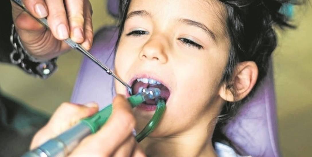 90 proc. 18-latków ma próchnicę, średnio aż w siedmiu zębach