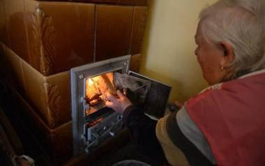 Obowiązujący w Małopolsce od zeszłego roku nowy Program Ochrony Powietrza obliguje gminy do wsparcia osób dotkniętych tzw. ubóstwem energetycznym - czyli