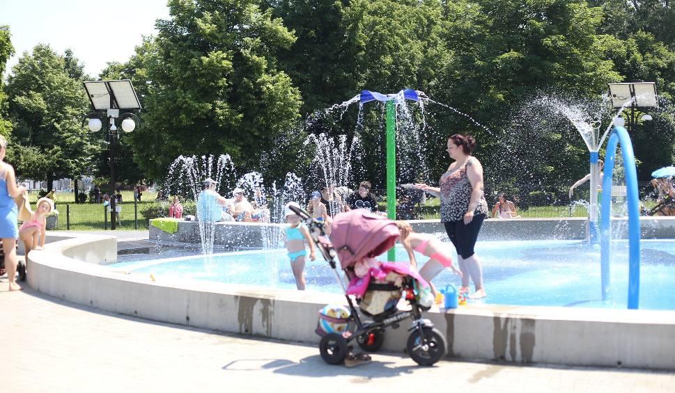 Film do artykułu: Wodne place zabaw. W upały to strzał w dziesiątkę. Dzieci mogą tu szaleć do woli. Oto TOP wodnych placów zabaw w woj. śląskim