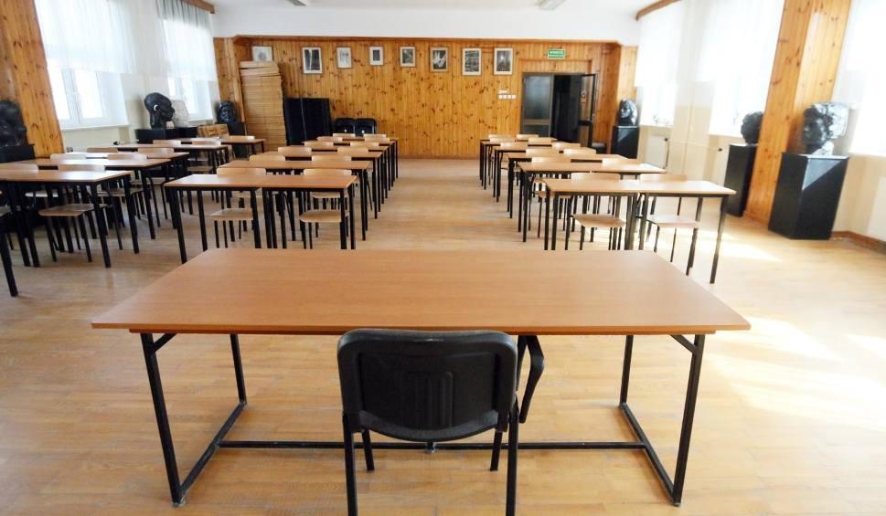 Film do artykułu: Uczniowie nie wrócą już do szkół przed wakacjami. Jest decyzja Ministerstwa Edukacji Narodowej