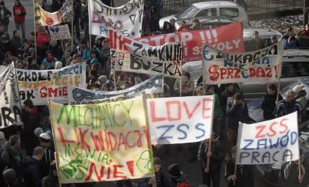 Protest w Żywcu przeciwko likwidacji szkół