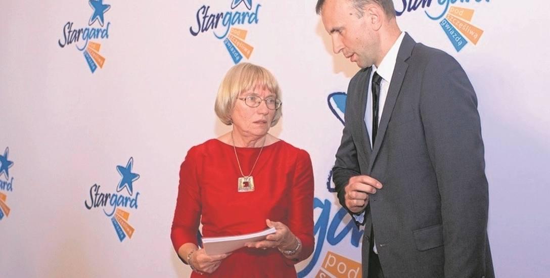 Elżbieta Bałaban jest szefową zespołu, który zajmuje się przygotowywaniem inwestycji w Urzędzie Miejskim w Stargardzie. Obok niej Marek Płócienniczak,