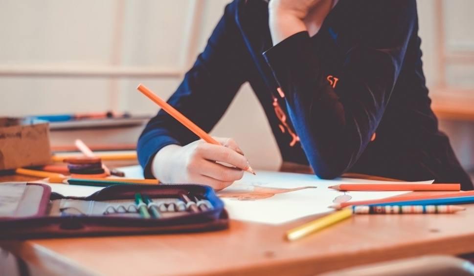 Film do artykułu: Nauczyciel nie ma prawa rozliczać dziecka z braku pracy domowej?