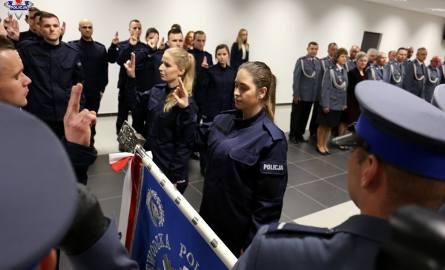Nowi policjanci w lubelskim garnizonie złożyli ślubowanie. Wkrótce rozpoczną służbę. Zobacz zdjęcia