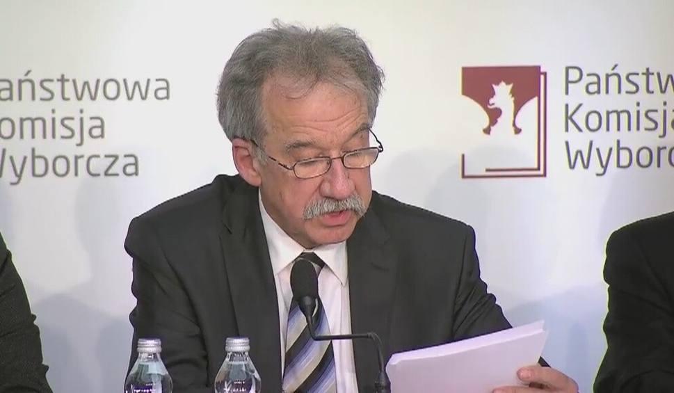 Film do artykułu: Podział mandatów w przyszłym Sejmie. PiS z 235 posłami może utworzyć samodzielny rząd [WIDEO]