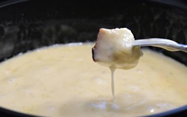 Sos serowy do dań z grilla.