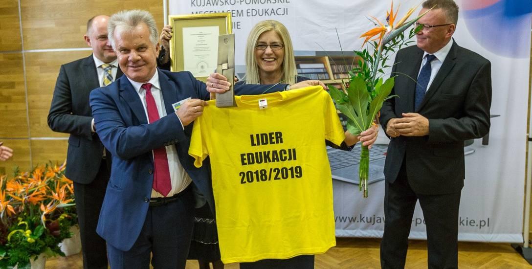 Beata Gachewicz uczy w Publicznej Szkole Podstawowej w Tłuchowie