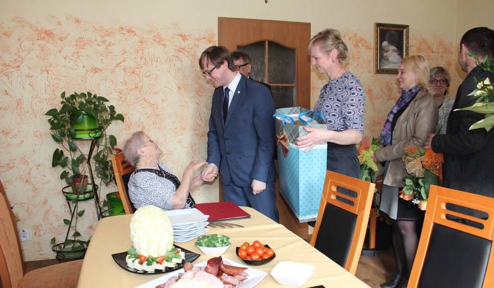 Film do artykułu: Pani Helena z Lisewa ma 100 lat i tryska energią!