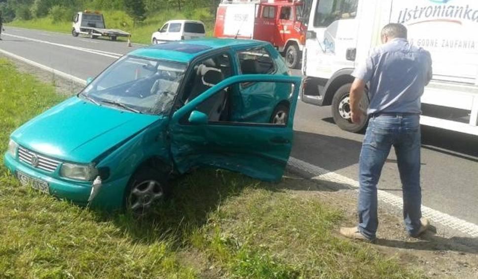 Film do artykułu: Jaszczurowa. Zderzyły się dwa samochody, dwie osoby ranne