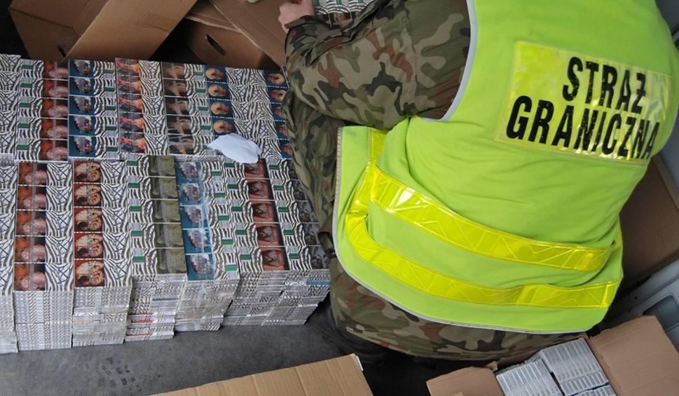 Film do artykułu: Funkcjonariusze Straży Granicznej przejęli mnóstwo nielegalnego tytoniu. Mowa o oprawie 250 tys. papierosów bez akcyzy za ponad 170 tys. zł