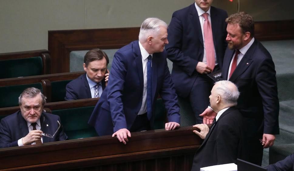 Film do artykułu: Jarosław Gowin: Epidemia koronawirusa w kwietniu będzie narastać. Jedyny sposób, aby przesunąć termin wyborów, to zmiana konstytucji