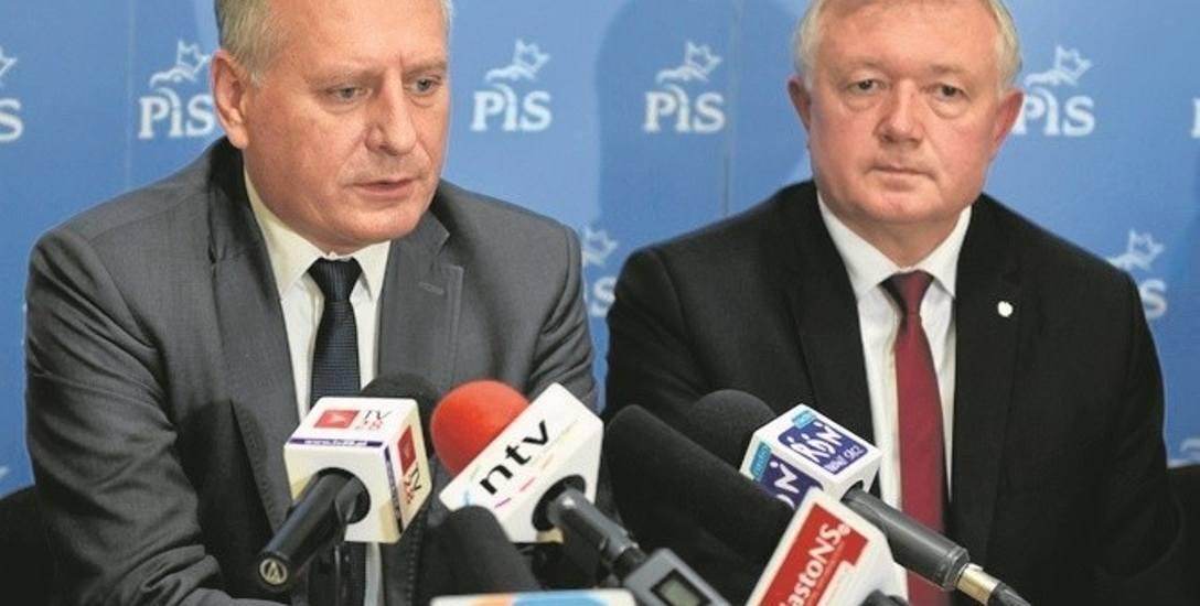 Grzegorz Biedroń (z lewej) z posłem Wiesławem Janczykiem dla kandydowania poświęcił intratną posadę prezesa Uzdrowiska