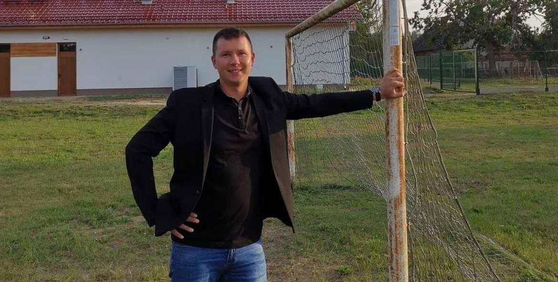 Sołtys Michał Kata wierzy, że w Jeleniowie uda się zbudować boisko wielofunkcyjne